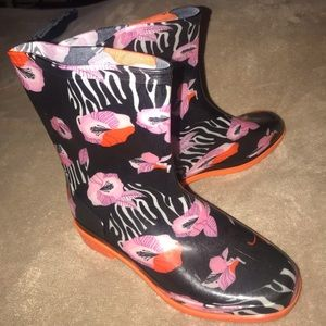 Fabulous Printed Color Rain Boots Size 6  NWT